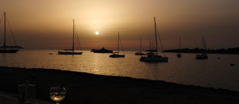 Alquilar un catamarán en Ibiza: una experiencia inolvidable